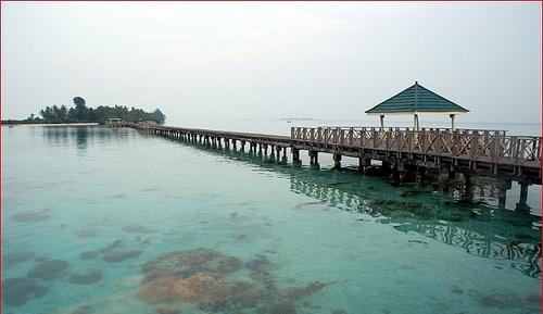 https://nengsary.files.wordpress.com/2011/04/jembatan-cinta-pulau-tidung-1.jpg